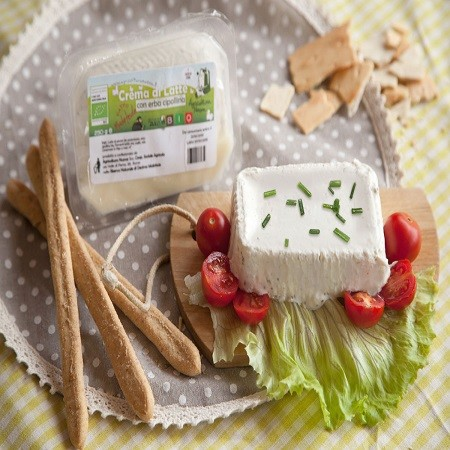 crema-latte con erba cipollina